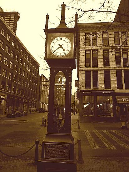 the gastown steam clock by anelephantcant